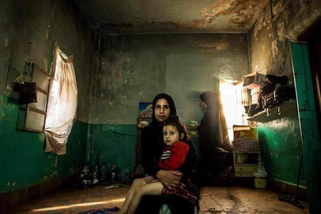 Syrische Frauen in einer Unterkunft im Libanon.